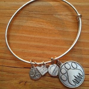 Alex & Ani Paw Print NYC🐾 charm bangle.